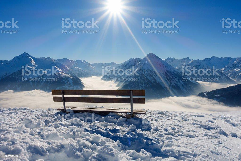 Tisch mit Blick auf die Alpen im winter – Foto