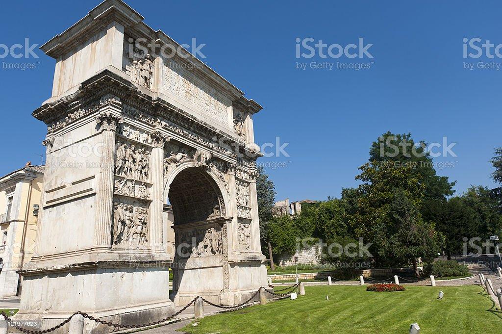 Benevento (Campania, Italia): Roman Arco noto come Arco di Traiano - foto stock