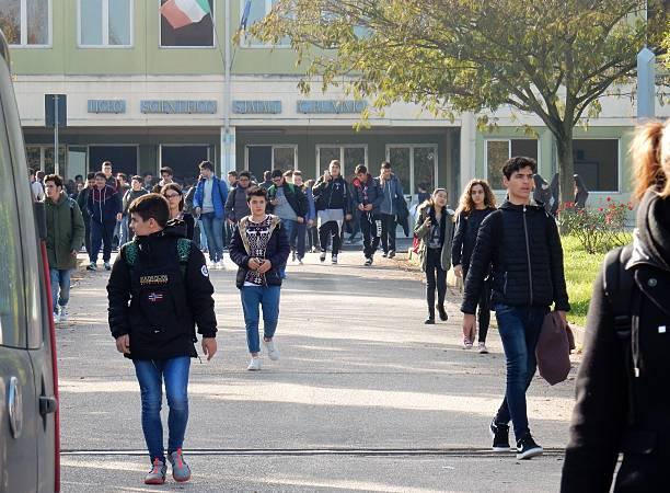 Benevento - Uscita da scuola - foto de stock