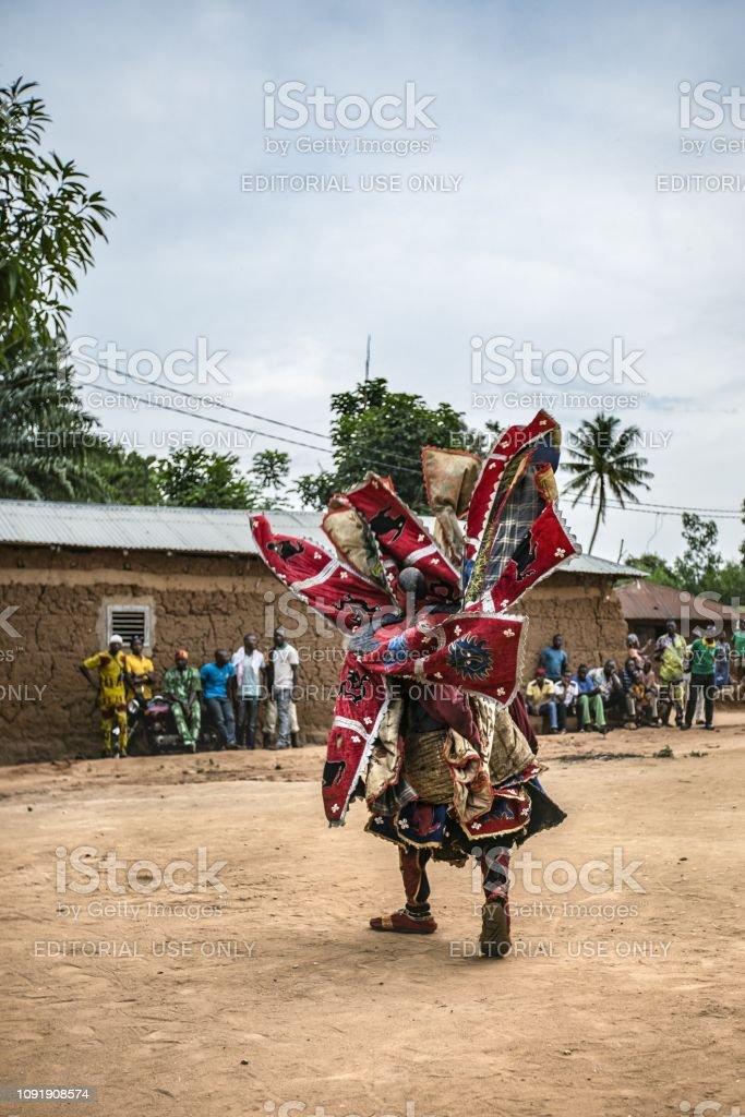 Foto de Benin África Ocidental Um Mascarados Egoun Egoun