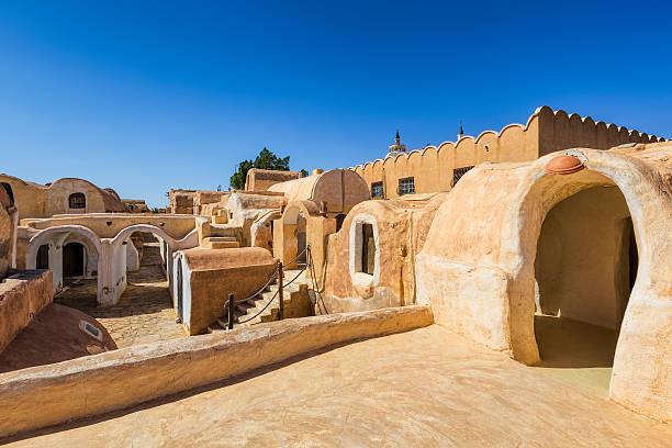 berberdorf ksar haddada, tataouine governorate/tunesien - urlaub in tunesien stock-fotos und bilder