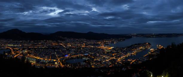 Bergen in der Nacht – Foto