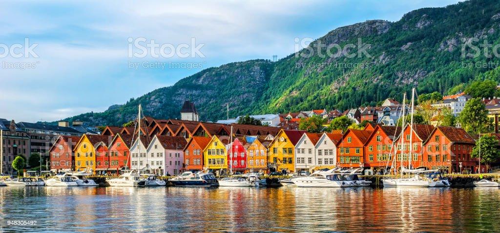 Bergen, Norge. Utsikt över historiska byggnader i Bryggen-Hanseatic wharf i Bergen, Norge. Unescos världsarvslista bildbanksfoto