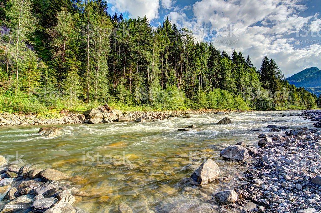 Bergfluss im Sonnenschein stock photo