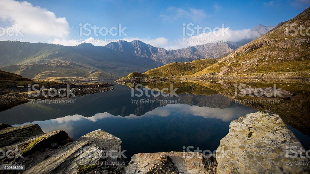 Bergpanorama mit spiegelung des höchsten Walisischen Berges Snowden stock photo