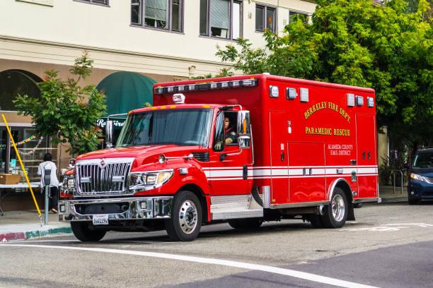 berkeley fire dept. paramedic rescue vehicle - first responders zdjęcia i obrazy z banku zdjęć
