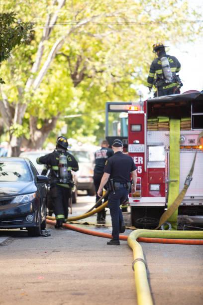 berkeley residential fire and first responders - first responders zdjęcia i obrazy z banku zdjęć