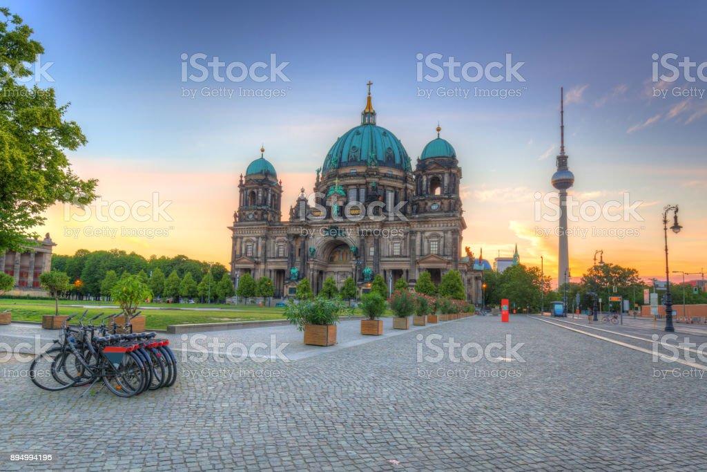 Berlin Cathedral (Berliner Dom) bei Sonnenaufgang – Foto