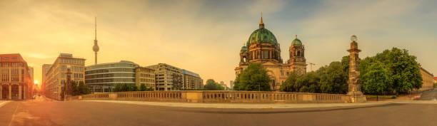 berliner dom, der berliner dom - brücke museum berlin stock-fotos und bilder