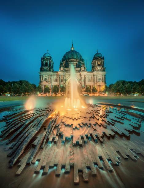 berlin cathedral, berliner dom - brücke museum berlin stock-fotos und bilder