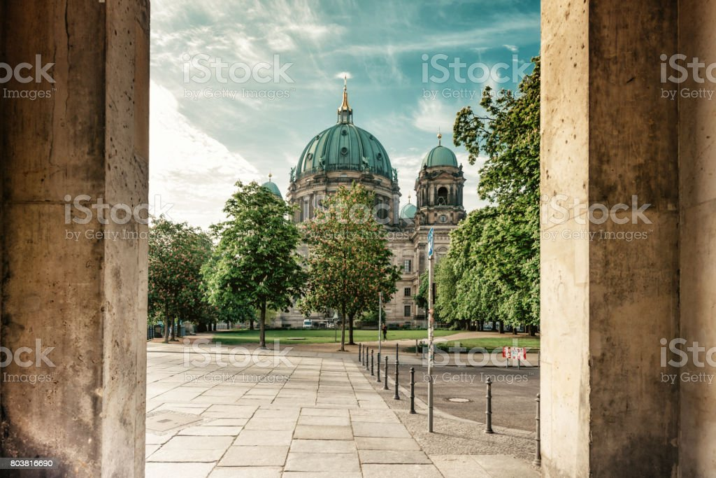 Berliner Dom im Sommer – Foto