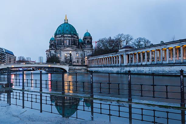 berliner cathedral - brücke museum berlin stock-fotos und bilder