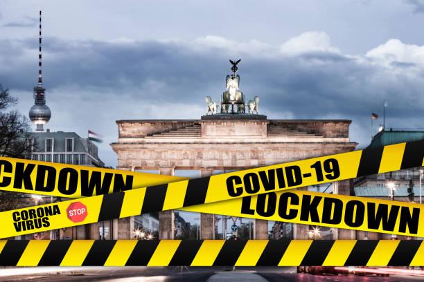 berlin - cities shut down for coronavirus covid-19 pandemic outbreak - dna virale foto e immagini stock
