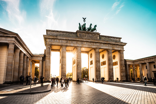 Berlin Cityscape At Sunset Brandenburg Gate Stockfoto und mehr Bilder von Abenddämmerung