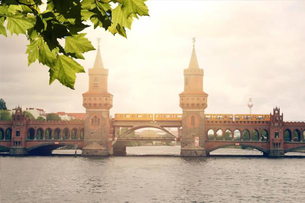 berlin germany oberbaumbrucke bridge sunset - oberbaumbrücke stock-fotos und bilder