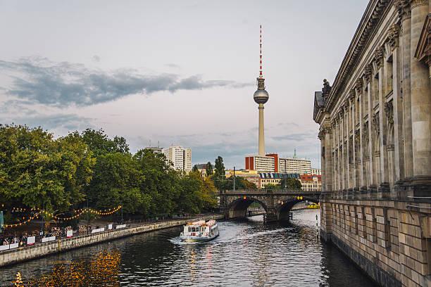 berlin, deutschland  - brücke museum berlin stock-fotos und bilder