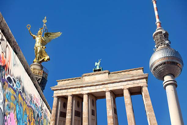 ベルリンの記念碑やランドマーク、brandeburger tor 、塔や壁 - グローサーシュテルン広場 ストックフォトと画像