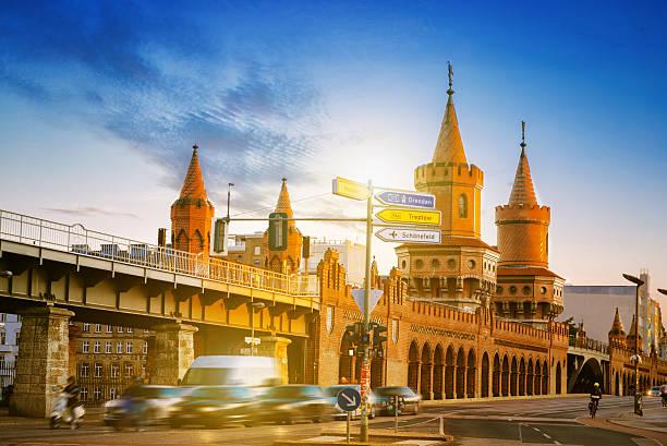 berlin metro train station oberbaumbrücke at sunset hour - oberbaumbrücke stock-fotos und bilder