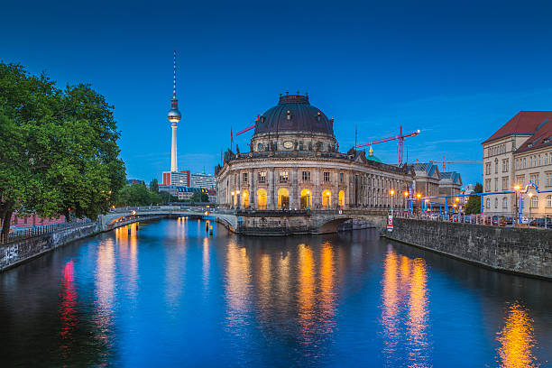 berlin museum island with tv tower in twilight, berlin, germany - fotografie museum berlin stock-fotos und bilder