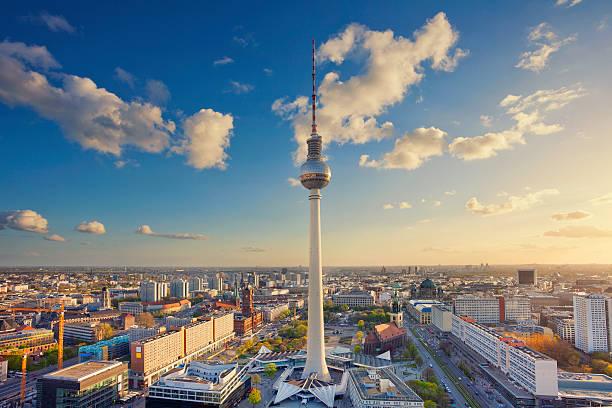 berlin. - berliner fernsehturm stock-fotos und bilder