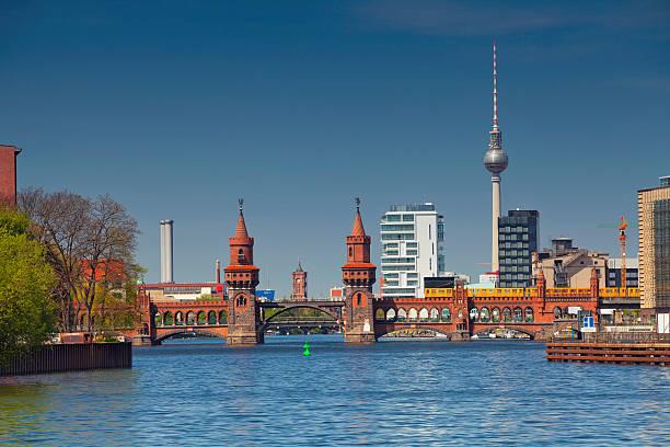berlin. - oberbaumbrücke stock-fotos und bilder