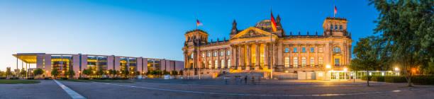 독일 의회 베를린 의회에 황혼 내려다 위치한 독일 조명 - 브란덴부르크 주 뉴스 사진 이미지
