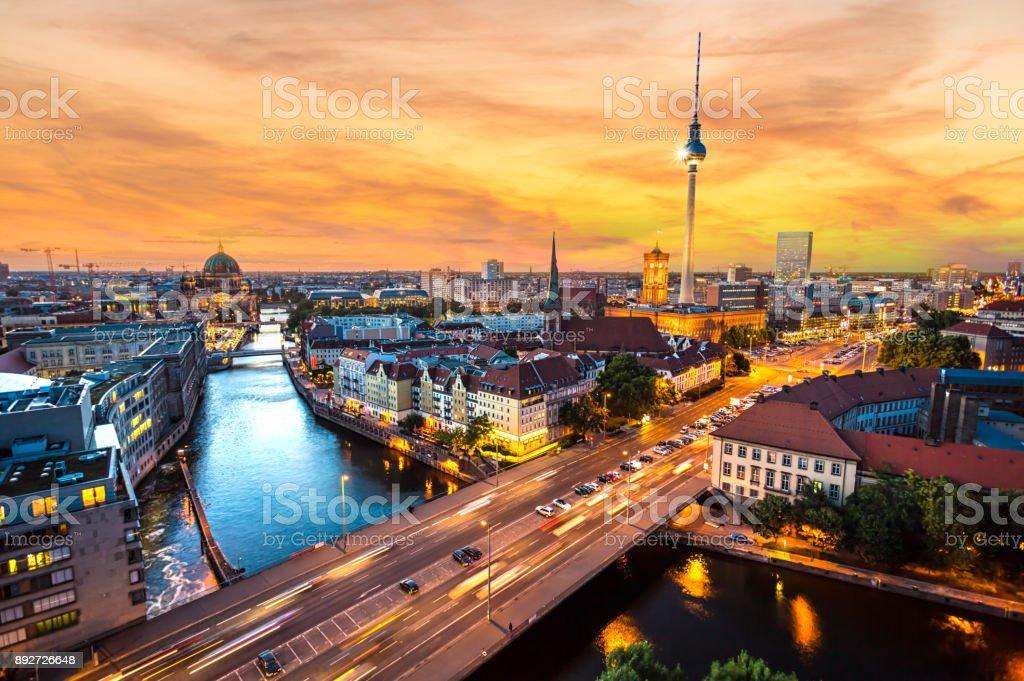 Berlin Skyline während dem Sonnenuntergang – Foto