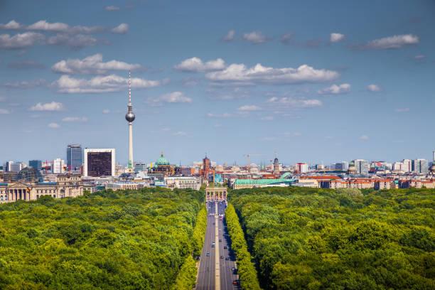 ベルリンの街並み、ティーアガルテンパークの夏,ドイツ - グローサーシュテルン広場 ストックフォトと画像