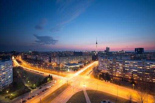 Berlin Skyline Mit Fernsehturm Stockfoto und mehr Bilder von Abenddämmerung