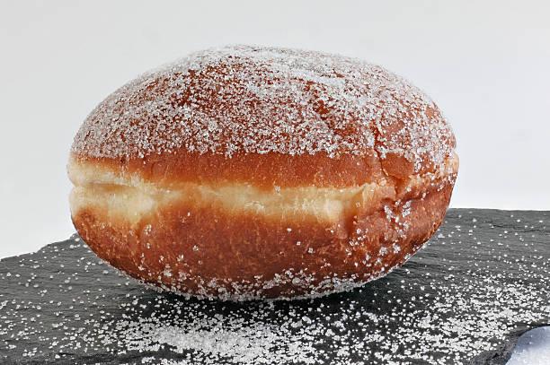 berlin übersät mit zucker - fasnacht stock-fotos und bilder
