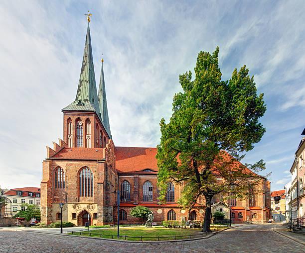 berlin, st nikolaus church, deutschland – nikolaikirche - nikolaiviertel stock-fotos und bilder