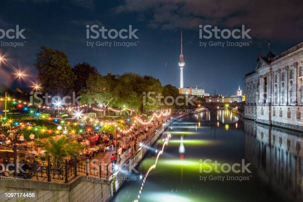 Berlin strandbar party at spree river with tv tower at night germany picture id1097174456?b=1&k=6&m=1097174456&s=612x612&h=skrgng5blojyzpixgyhxogj0tegor24 sizbo0a5vvm=