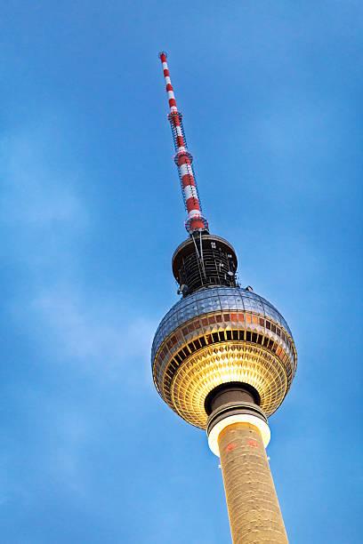 fernsehturm berlin - berliner fernsehturm stock-fotos und bilder