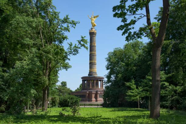 ドイツ ・ ベルリンの戦勝記念塔 - グローサーシュテルン広場 ストックフォトと画像