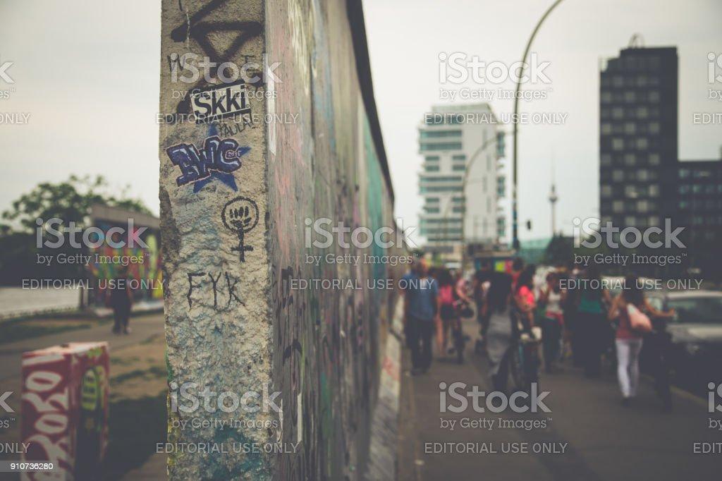 Berliner Mauer in der berühmten East Side Gallery im Sommer, Berlin, Deutschland – Foto