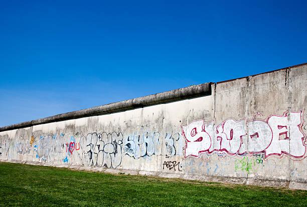 berlin mauer - trennungssprüche stock-fotos und bilder