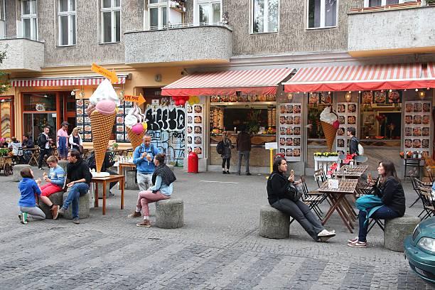 berlin wrangelkiez - kreuzberg stock-fotos und bilder