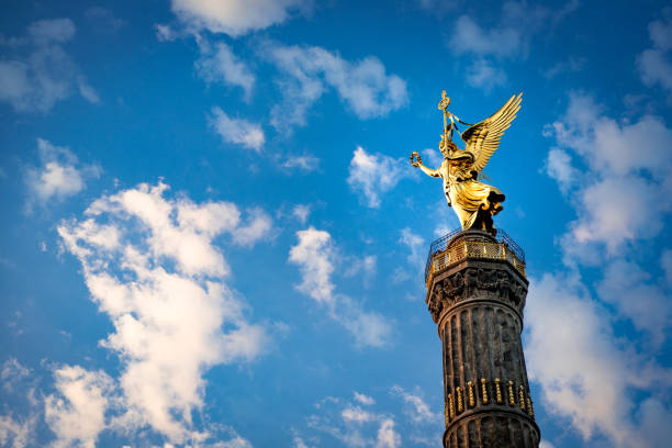 berliner siegessäule - グローサーシュテルン広場 ストックフォトと画像