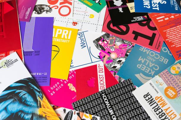 la tipografía berlín - flyer fotografías e imágenes de stock