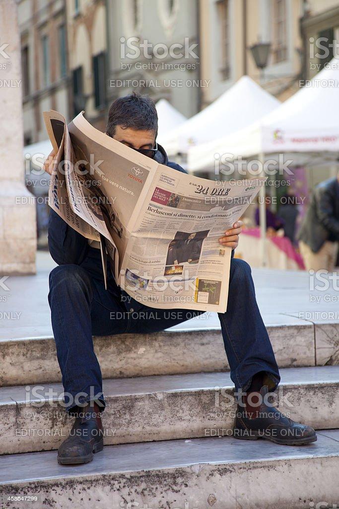 Berlusconi reseigns - foto stock