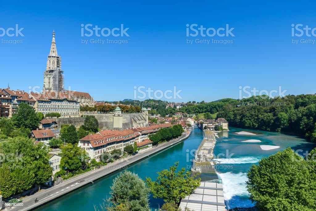 Berner Altstadt mit Fluss Aare - Blick auf Brücke - Kulturhauptstadt der Schweiz – Foto
