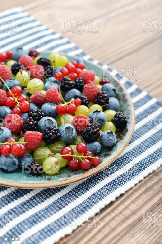berries on wooden background Lizenzfreies stock-foto