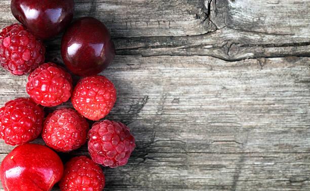bayas  - vitamina a fotografías e imágenes de stock