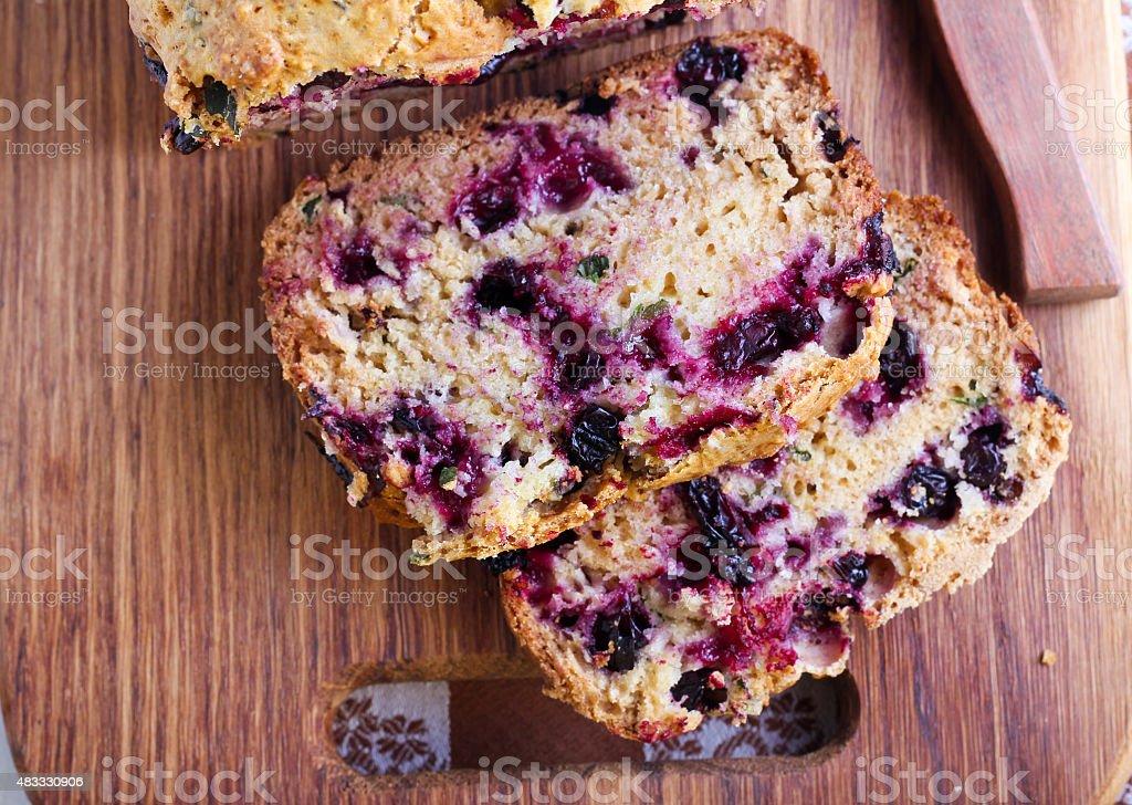 Frutas silvestres, hortelã e spelt teacake, farinha - foto de acervo