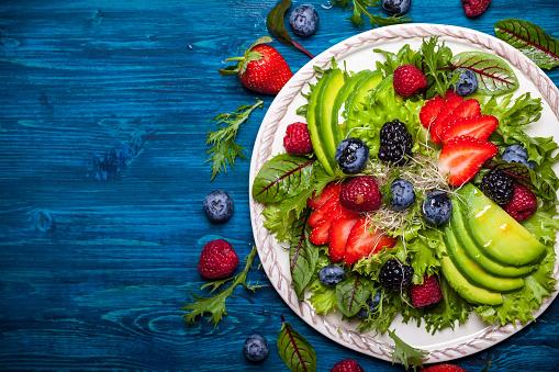 istock Berry salad 511930406