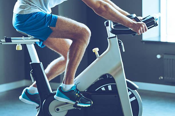 best cardio workout. - ronddraaien stockfoto's en -beelden