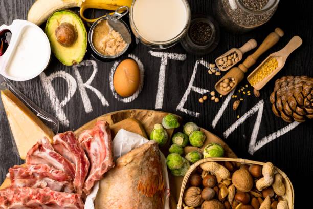 najlepsze pokarmy bogate w białko. koncepcja zdrowego odżywiania i diety - białko zdjęcia i obrazy z banku zdjęć