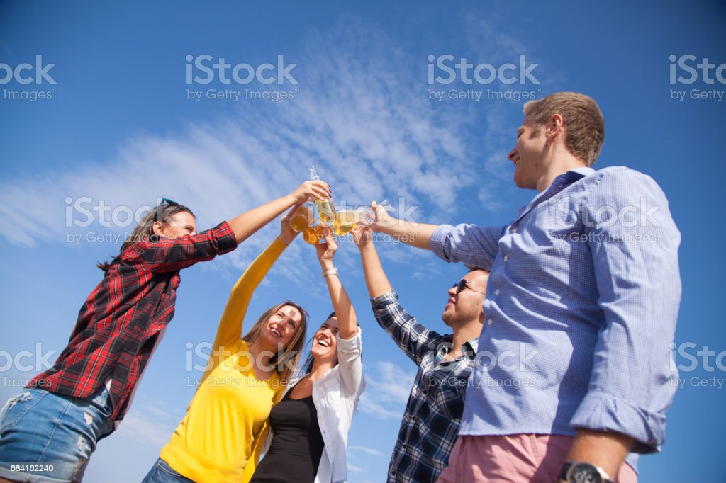 Best friends cheers with beer outdoor foto stock royalty-free