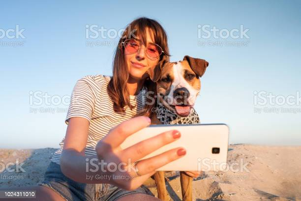 Best friends concept human taking a selfie with dog picture id1024311010?b=1&k=6&m=1024311010&s=612x612&h=pve0mgs1xiegipgsnzuygdxqvo0njz2hgeslljnybmk=