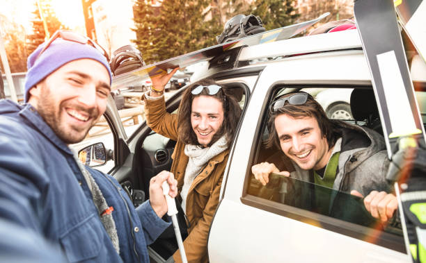 Best friends having fun taking selfie at car for ski and snowboard on mountain trip - Friendship hangout concept with young people loving winter sports travel - Vintage desaturated contrast filter Best friends having fun taking selfie at car for ski and snowboard on mountain trip - Friendship hangout concept with young people loving winter sports travel - Vintage desaturated contrast filter ski holiday stock pictures, royalty-free photos & images